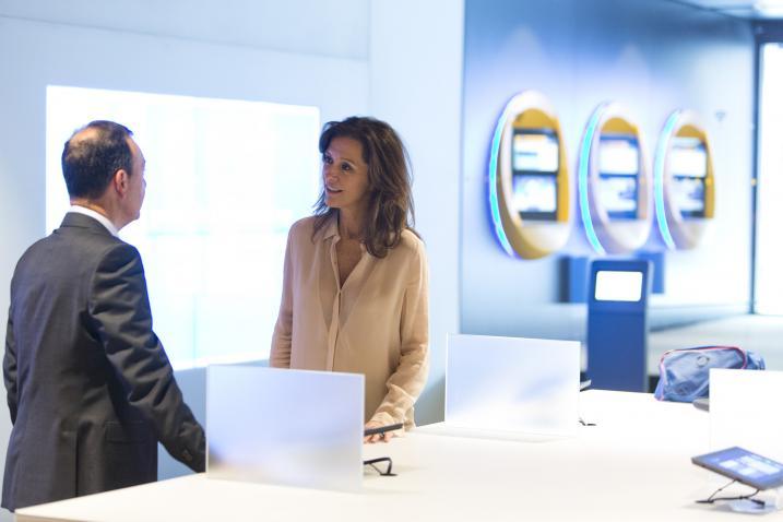 Caixabank lanza un ej rcito de gestores para for Oficinas caixabank madrid