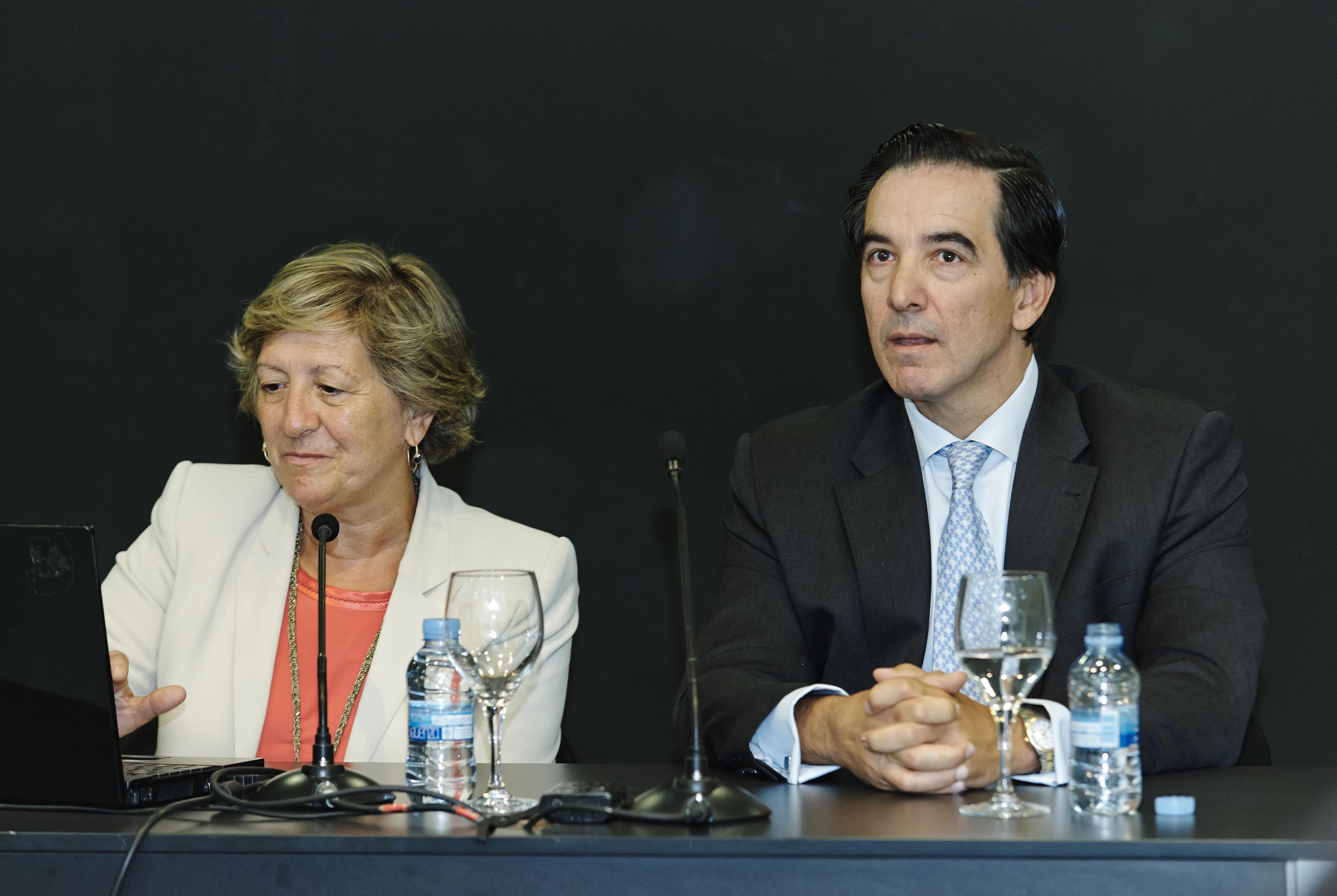 Pilar Gonzalez de Frutos - presidenta de UNESPA - Angel Martinez-Aldama - presidente de INVERCO - 02