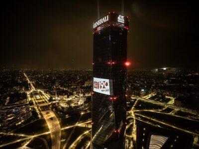 Torre GENERALI Milán iluminación 190 aniversario