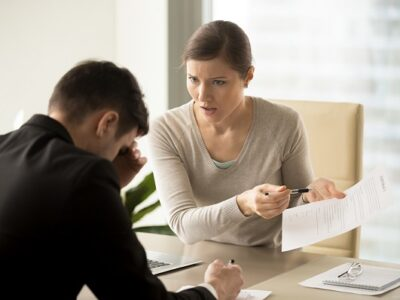 Business lady insists on changing of contact text